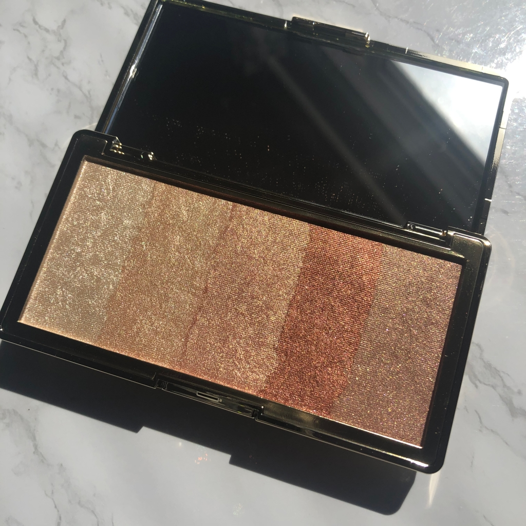 Touch in Sol Pretty Filter Glowdient Makeup Palette highlight palette.